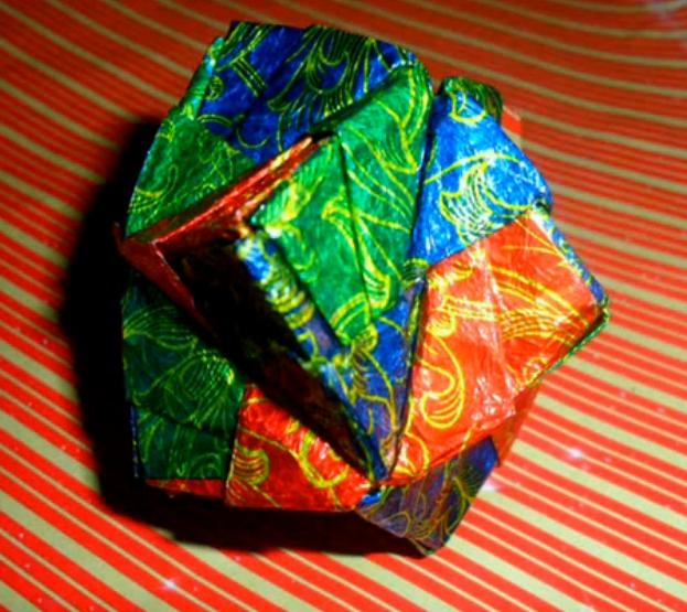 ▶ Октаэдр - оригами, 12 модулей Сонобе из фольговых фантиков и старых чеков - YouTube - Mozilla Firefox