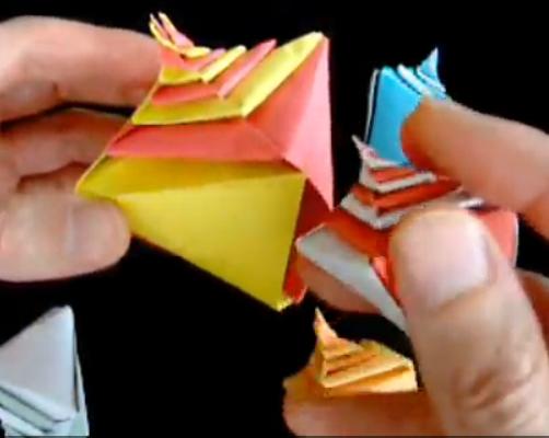 Спиральная пирамида оригами.